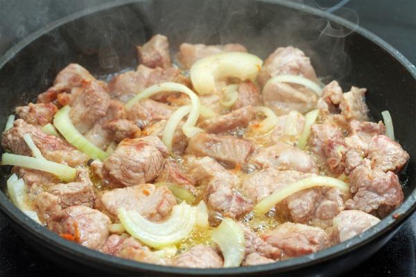 Соус с мясом и картошкой. Как приготовить, рецепты в кастрюле, мультиварке с овощами, кабачками, грибами
