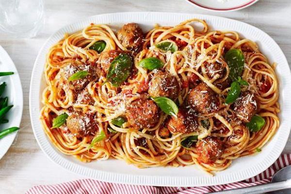 Томатный соус для спагетти из томатной пасты, помидор с чесноком, сливками, сыром. Рецепт с фото