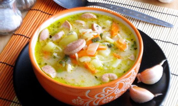 Суп из сосисок. Рецепт с сыром плавленым, яйцом, картошкой, фасолью, макаронами, лапшой
