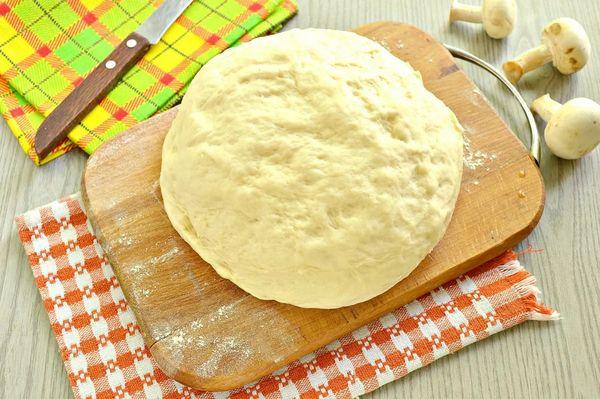 Дрожжевое тесто для пирожков в духовке, на сковороде, воздушное. Рецепты с фото