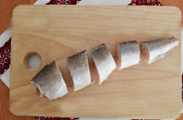 Хек на сковороде. Рецепты приготовления с луком, морковью, майонезом в сметане, томате