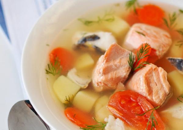 Уха из красной рыбы классическая. Рецепты вкусные со сливками, пшеном, помидорами в домашних условиях