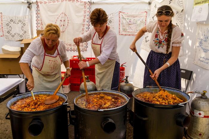 Бограч. Рецепт гуляша по-венгерски классический на костре, в казане. Фото