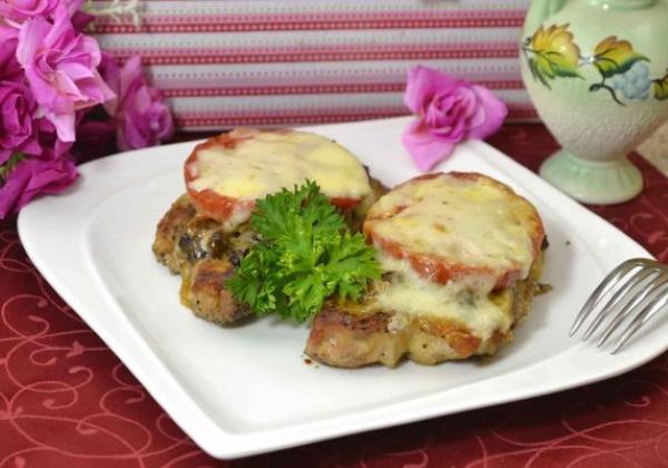 Антрекот из свинины в духовке в фольге, на сковороде, мангале. Рецепты с ананасом, картошкой, овощами, сыром, шампиньонами