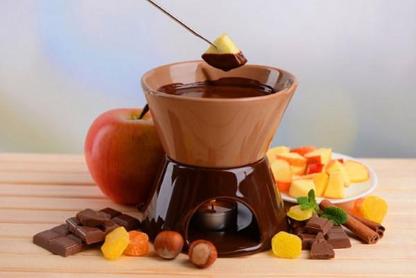 Фрукты в шоколаде. Рецепт конфет на шпажках, палочке в домашних условиях