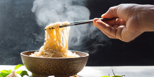 Как варить яичную лапшу, чтобы не слипалась: Роллтон, Сэн Сой, японскую, по-домашнему