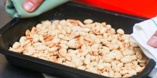 Как жарить арахис на сковороде в шелухе, скорлупе и без, в микроволновке, духовке