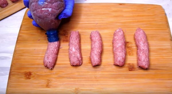 Колбаски из фарша на сковороде из бутылки, в духовке в фольге, пищевой пленке, сушилке, дегитраторе