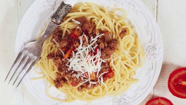 Паста из фарша для спагетти, макарон с помидорами, сыром, сливками. Рецепт с фото