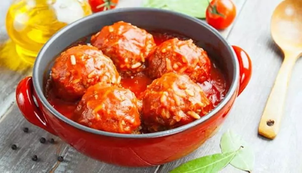 Соус для котлет. Рецепты как в детском саду, с макаронами, сметаной, томатной пастой, мукой, гречкой