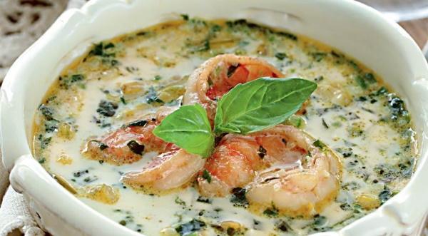 Суп с зеленым горошком замороженным. Рецепт для детей с яйцом, сыром, фрикадельками, копченой курицей, креветками