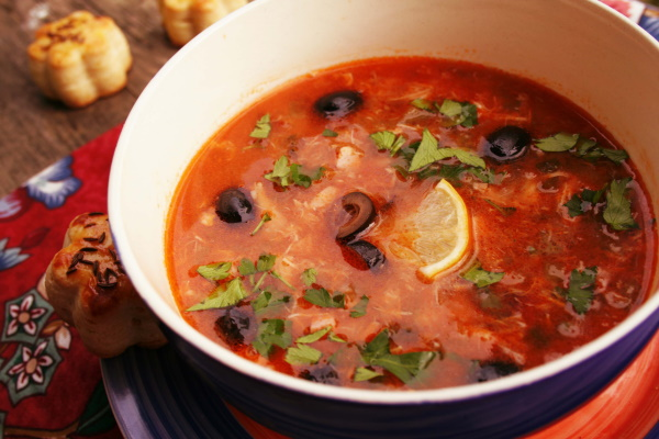 Суп солянка. Рецепт классический с мясом, колбасой, копченостями. Фото, как приготовить
