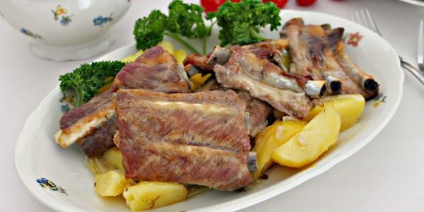 Свиные ребра тушеные с картошкой. Рецепт в казане, кастрюле, мультиварке, духовке