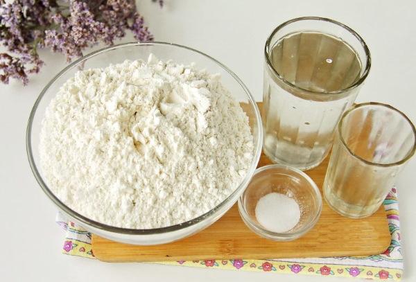 Тесто на манты. Лучшие рецепты, чтобы не рвалось при варке, в хлебопечке, миксере