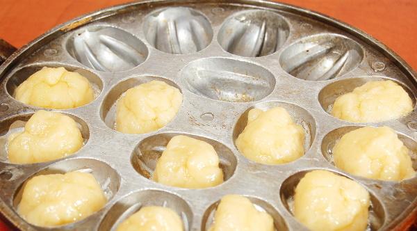Тесто на орешки со сгущенкой для орешницы. Рецепт классический из сметаны, кефира, маргарина
