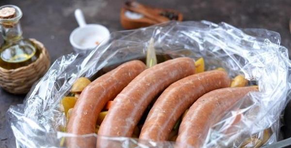 Домашние колбаски в натуральной оболочке. Рецепты в духовке, на сковороде