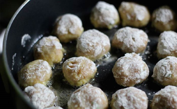 Фрикадельки как в Икеа. Рецепт с фото в духовке, на сковороде с брусничным, сметанным, сливочным соусом