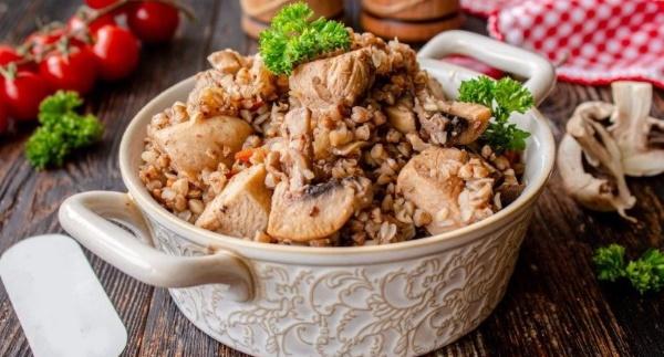 Гречка с шампиньонами. Рецепт с луком, морковью, курицей, сливками в мультиварке, духовке
