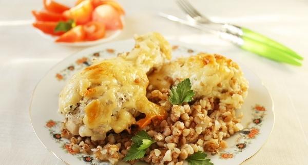Гречка в духовке. Рецепт с фаршем, курицей, котлетами, мясом, овощами в горшочке, на противне