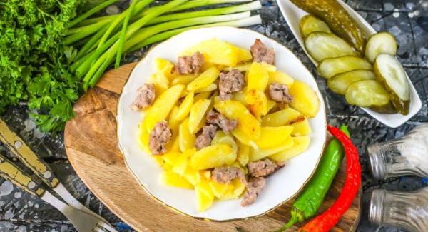 Картошка с фаршем на сковороде. Рецепт тушеная, жареная с водой, томатной пастой слоями, сыром