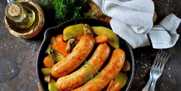 Купаты в духовке с картофелем. Рецепт в рукаве, фольге с овощами, грибами, кабачками, помидорами