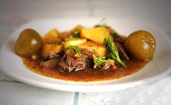 Оленина в духовке. Рецепты приготовления с картошкой, брусникой, овощами, салом