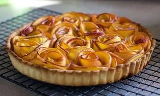 Пироги на кефире с замороженными ягодами, свежими в духовке, мультиварке. Рецепт с фото