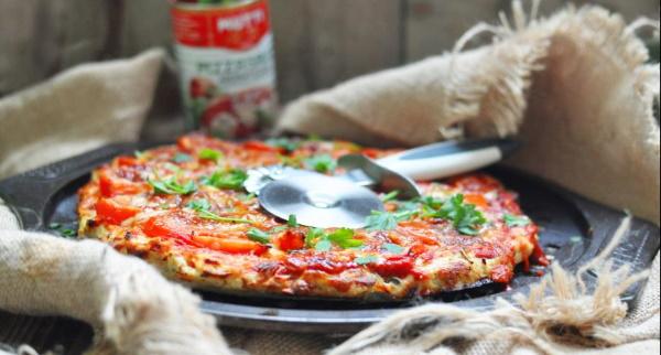 Пицца ПП на курином фарше в духовке, на сковороде. Рецепт с грибами, творогом, ананасами