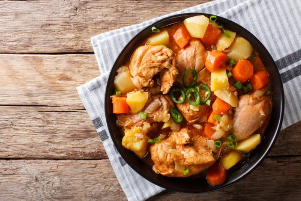 Рагу из курицы с картошкой и овощами. Рецепт в мультиварке, духовке, кастрюле, казане, на сковороде