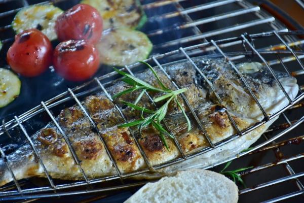 Рыба на мангале на решетке. Рецепт в фольге, маринад, сколько готовить, какая лучше