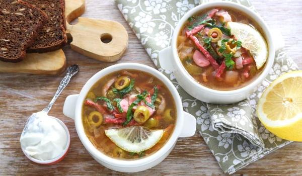 Солянка в мультиварке. Рецепт с фото из капусты с сосиской, картошкой, мясом