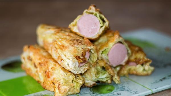 Сосиски в капустном листе вкусно, необычно. Рецепт на сковороде, в духовке, кляре с яйцом, картошкой, морковью