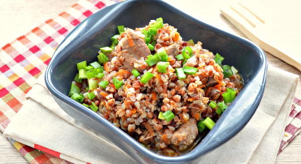 Свинина с гречкой в мультиварке. Рецепты простые и вкусные с томатной пастой, подливкой, сметаной