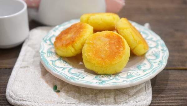Сырники из кокосовой муки. Рецепт из творога, банана, веганские в духовке
