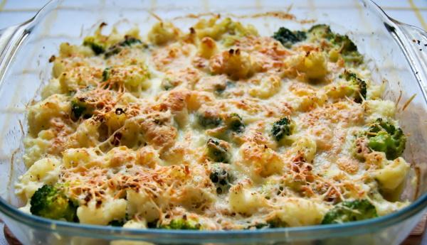 Цветная капуста и брокколи в духовке с сыром, сметаной, яйцом, курицей, сливками