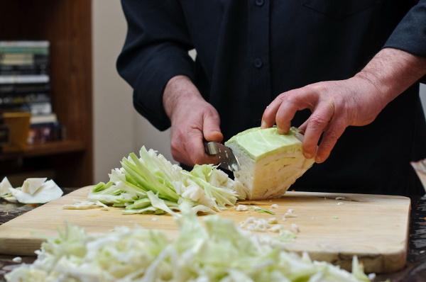 Жареная капуста с картошкой на сковороде. Рецепт с мясом, сосисками, курицей, колбасой, грибами. Фото
