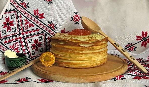 Блинные торты с творожным кремом. Рецепт со сгущенкой, фруктами, бананом, ягодами. Фото