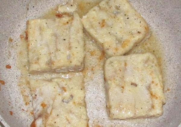 Филе минтая в брикетах. Как приготовить, рецепт в духовке, на сковороде, с овощами, картошкой, сыром