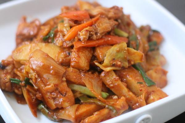 Хе из курицы. Рецепт по-корейски с уксусом, луком, приправой Чим-Чим в домашних условиях