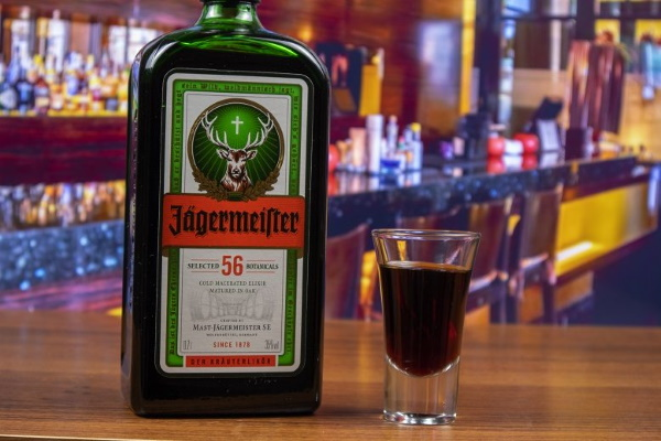 Коктейли с Егермейстером. Рецепт с колой, виски, соком, водкой, пивом в домашних условиях