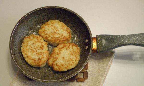 Котлеты из рыбных консервов с картофелем. Рецепт с рисом, манкой, морковью