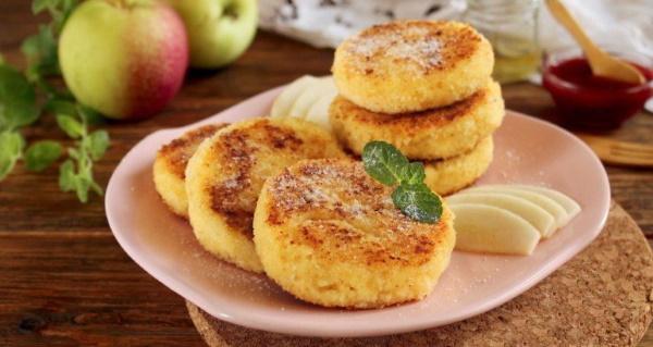 Сырники с яблоком и творогом в духовке, на сковороде. Рецепт с манкой, корицей, медом, изюмом