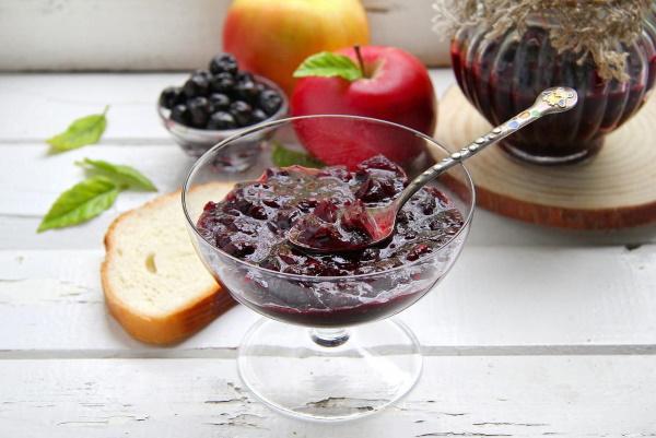 Варенье из черноплодной рябины. Польза и вред, противопоказания. Рецепты