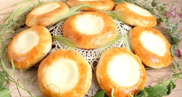 Выпечка с сыром в духовке из дрожжевого, слоеного, готового теста. Рецепт с фото