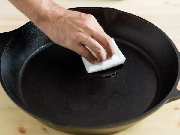 Чугунная сковорода. Как подготовить к использованию, прокалить, ухаживать