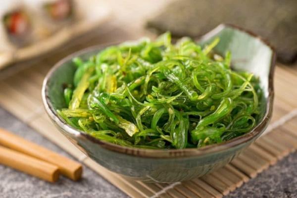 Чука салат. Полезные свойства, вред, состав, калорийность, рецепты
