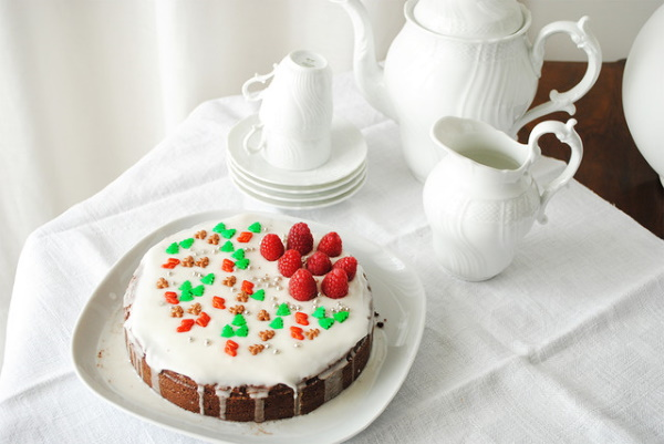 Как украсить морковный торт на День рождения