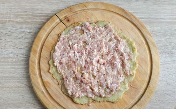 Картофельный рулет с фаршем в духовке. Рецепты с майонезом, грибами, сыром