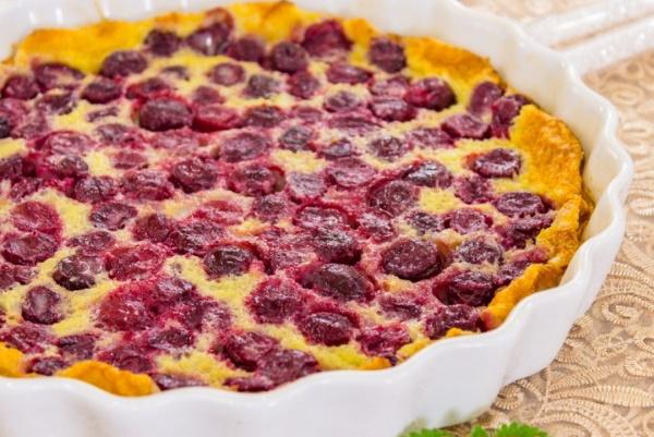 Пироги с мороженой вишней. Рецепт с фото в духовке из дрожжевого, слоеного теста
