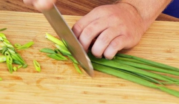 Салаты из индейки. Рецепты с сельдереем, грибами, свежим огурцом, ананасом, сыром